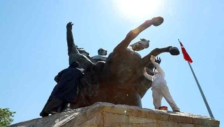 Ulusal Yükseliş Anıtı temizleniyor