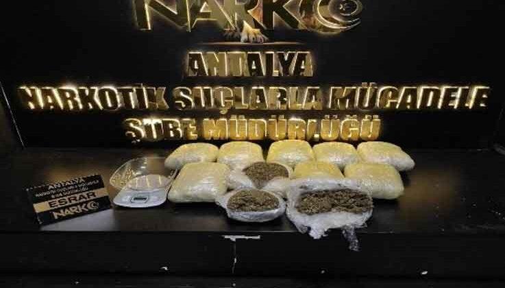 Antalya'da eve baskın yapan polis 12 kilo esrar ele geçirdi