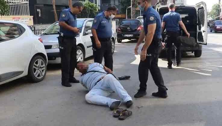 Sokakta ihtiyaç giderirken yakalandı, kelepçelenince kemanının derdine düştü