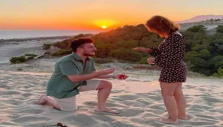 Evlilik teklifi edeceği esnada olay yerinden geçen tanıdıkları tüm planı bozdu