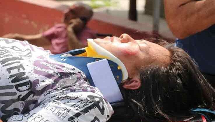 Düşen kulaklığını almak isteyen Çinli kadın ölümden döndü