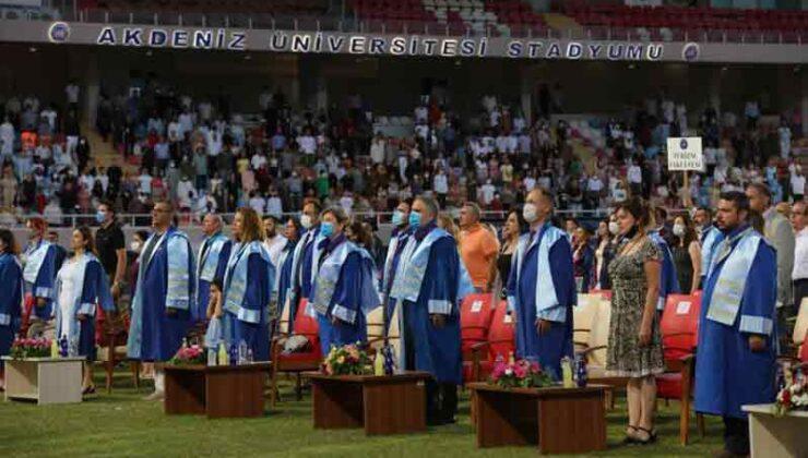 AÜ'de bin 364 öğrenci mezun oldu