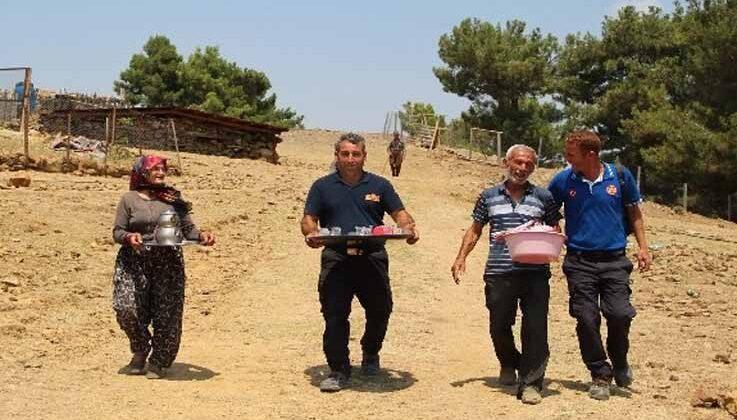 Bin 200 rakımlı yangın bölgesinde, Ayşegül teyzeden söndürme ekiplerine gönül sofrası