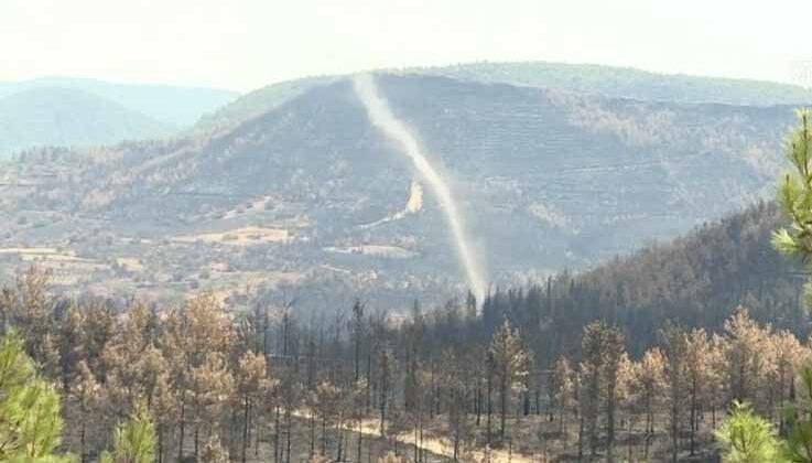 Manavgat'ta yangın alanındaki küçük hortum korkuttu