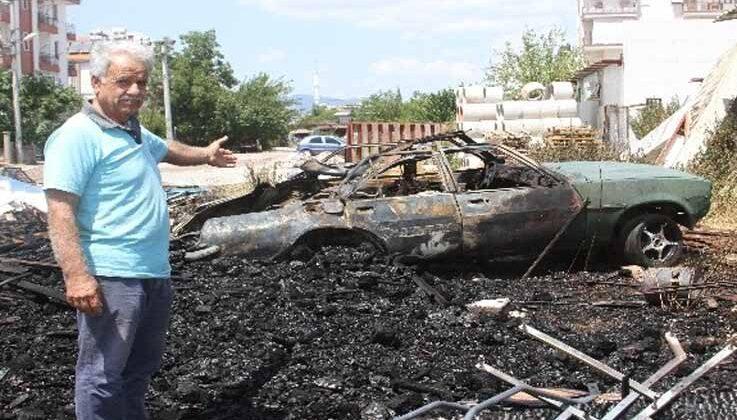 Yangının içinde kalan kullanılmayan otomobil patladı