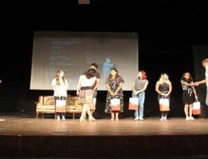 Döşemealtı gönüllü tiyatro ekibine mansiyon ödülü