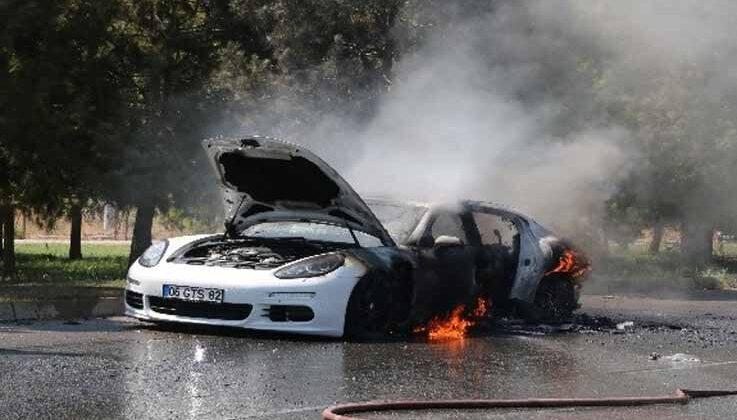 Antalya'da 1 milyon 500 bin değerindeki lüks otomobil alev alev yandı