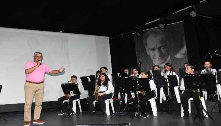 Kemer Belediyesi çocuk ve gençlik bandosu konser verdi