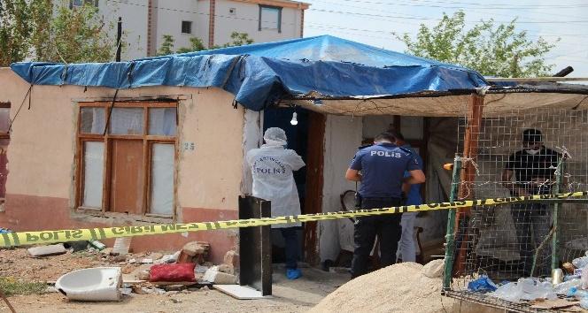 Hurdacı evinde 5 bıçak darbesiyle öldürüldü