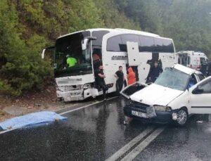 Manavgat yolcu otobüsüyle otomobil çarpıştı: 2 ölü, 2 yaralı