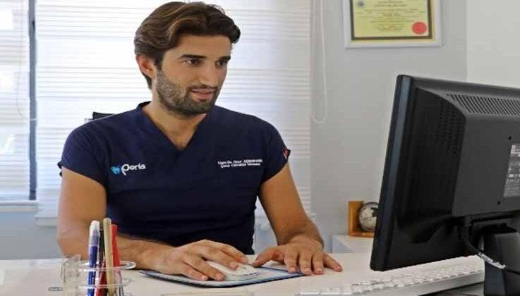 """Uzm. Dr. Onur Ademhan: """"Aynı günde çekim, implant ve diş takılması mümkün"""""""