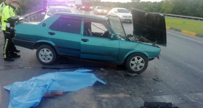 Trafik lambalarında bekleyen otomobile arkadan çarptı: 1 ölü