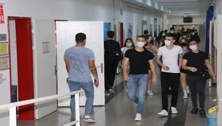 AÜ'de eğitim, korona virüs önlemleri alınarak başladı