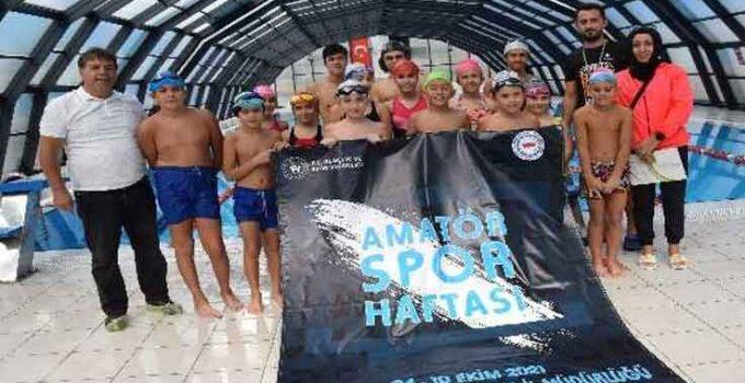Kumluca'da yüzme yarışı düzenlendi