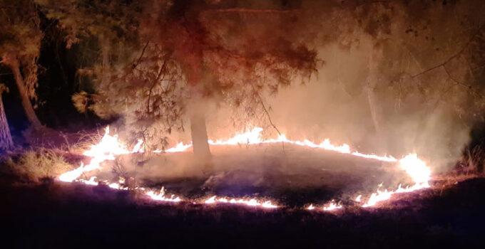 Kumluca'da 3 ayrı yerde eş zamanlı çıkan yangın söndürüldü